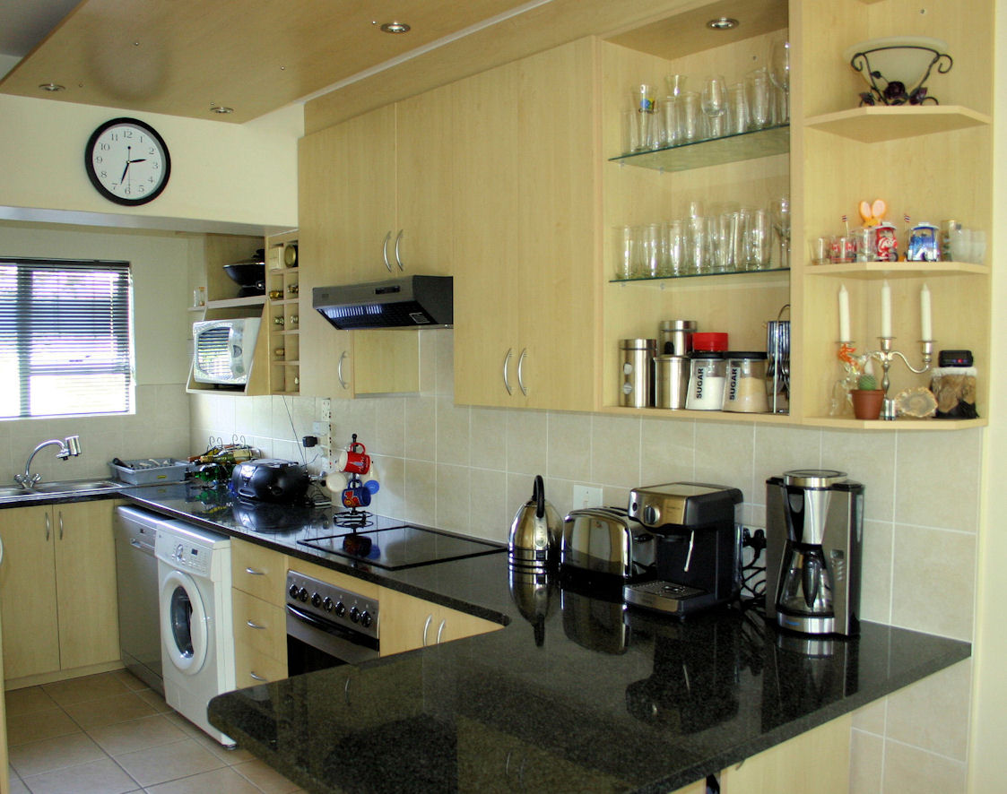 Self catering accommodation in southern suburbs cape town for Kitchen appliances cape town